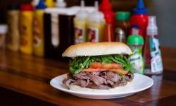 Fuente Mardoqueo acompaña la vuelta a marzo con sus famosos y contundentes sándwiches