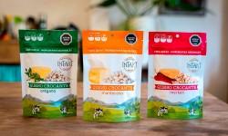 Snacks de quesos crocantes con ingredientes naturales